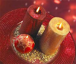 Свечи — непременный атрибут новогоднего интерьера. Хорошо, если их много и они разные